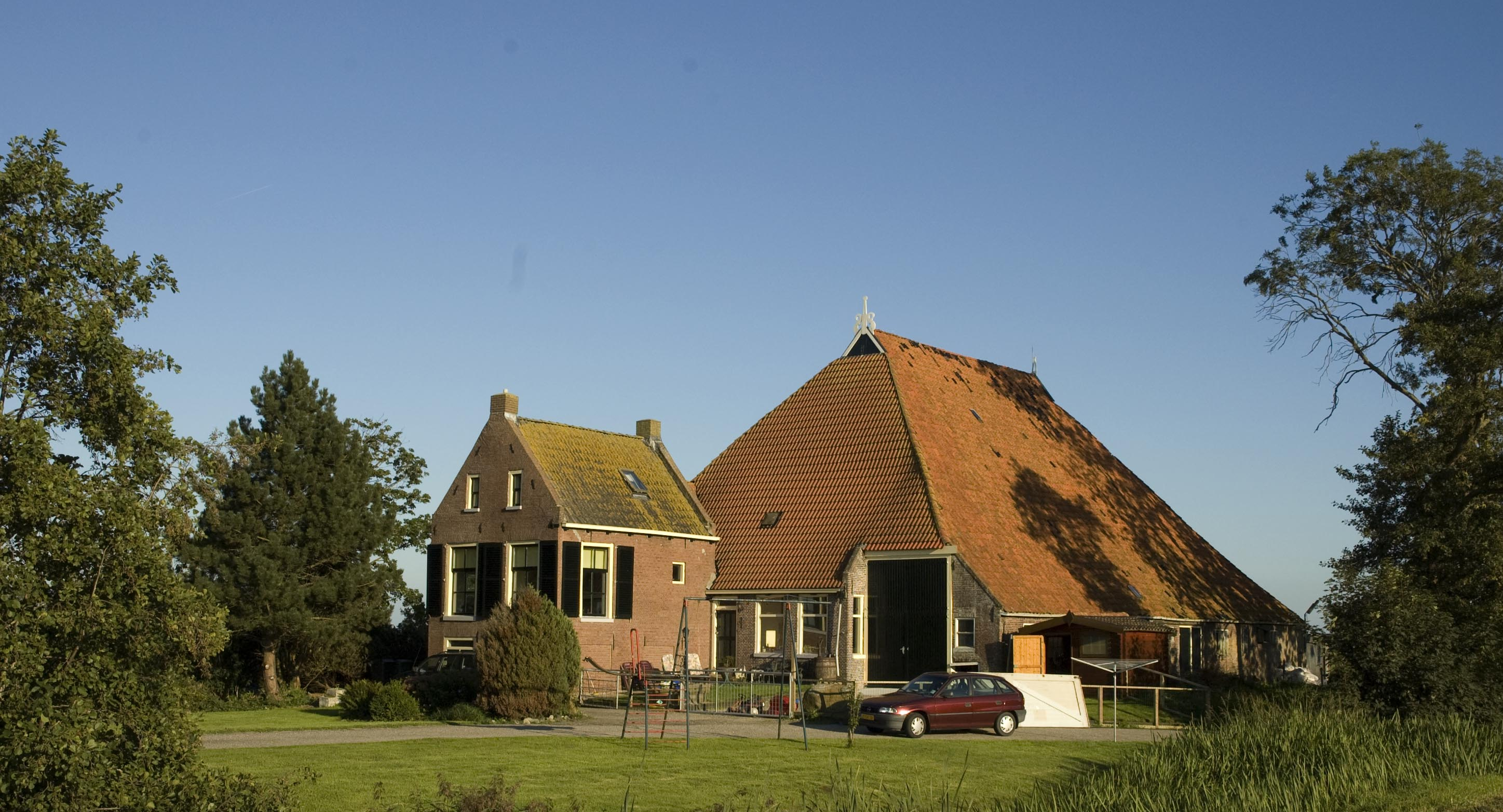 Scene from the dutch countryside a farm eats shoots 39 n for Farm house netherlands