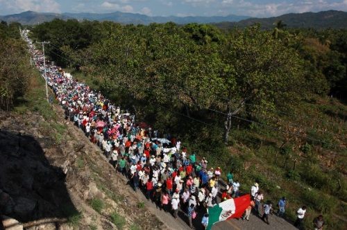 March on Ayitla, from photographer Alberto Buitre via his Tumblr, #OficioRojo. http://oficiorojo.tumblr.com/post/105561798603/ayotzinapa-marcha-y-planton-contra-el-ejercito
